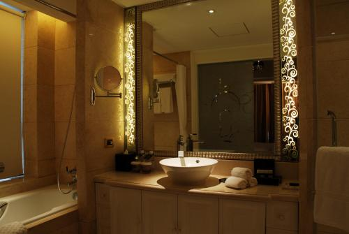 Wealthy All Suite Hotel Suzhou photo 15