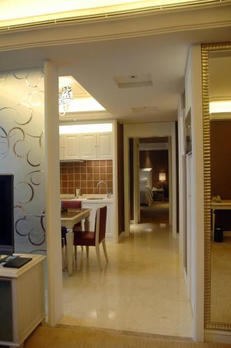 Wealthy All Suite Hotel Suzhou photo 16