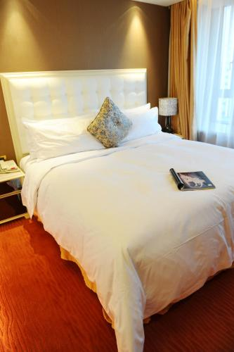 Wealthy All Suite Hotel Suzhou photo 18