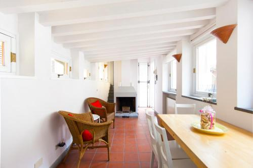 Riverside Apartment in Florence