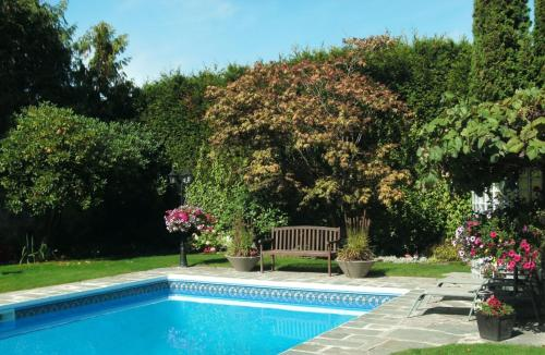 The Stone Hedge Bed And Breakfast - Richmond, BC V1C 3C9