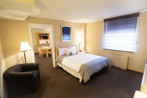 Iowa House Hotel - Iowa City, IA 52242