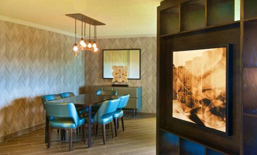 Embassy Suites by Hilton Portland Washington Square Photo