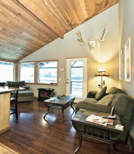 Monti Bay Lodge & Resort - Yakutat, AK 99689