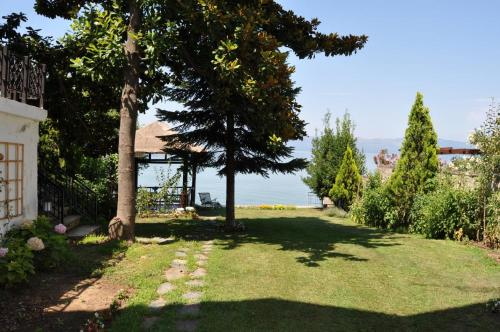Orhangazi Villa Lake Stone