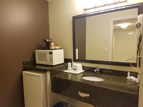 Kamloops Travelodge Mountview Photo