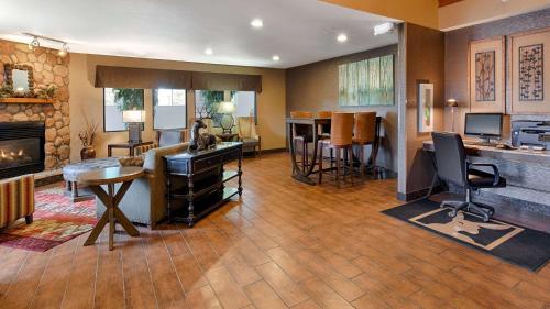 Best Western Plus Deer Park Inn & Suites - Craig, CO 81625