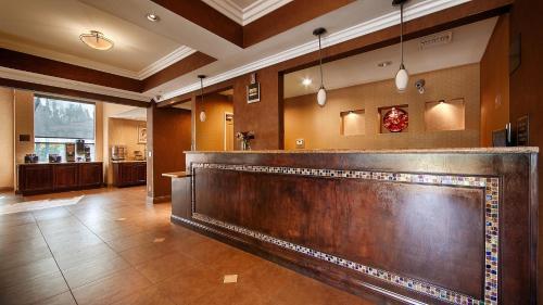 Best Western Diamond Bar Hotel & Suites Photo
