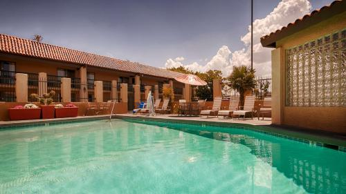 Best Western Plus A Wayfarer's Inn & Suites Photo