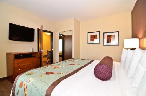 Best Western Plus Carousel Inn & Suites Burlington Photo