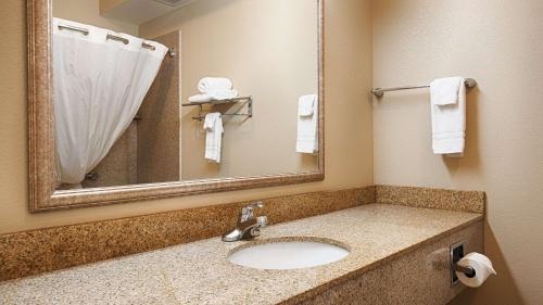 Best Western Plus Olive Branch Hotel & Suites Photo
