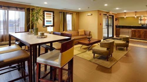 Best Western Gateway Inn - Yazoo City, MS 39194