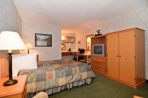 U-bar Motel - Canistota, SD 57012
