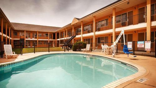 Best Western Red Carpet Inn - Hereford, TX 79045