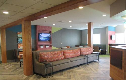Best Western Plus Enola-harrisburg Inn & Suites - Enola, PA 17025