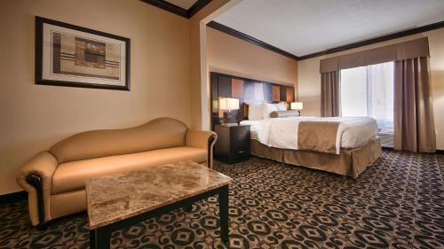 Best Western Plus Airport Inn & Suites Photo
