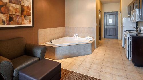 Best Western Plus Estevan Inn & Suites - Estevan, SK S4A 1J1