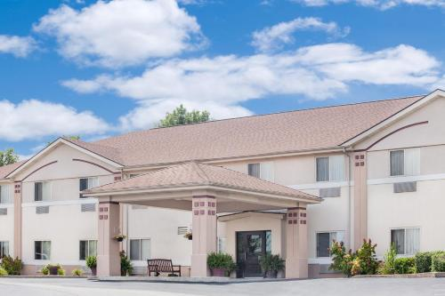 Super 8 By Wyndham Central City - Central City, KY 42330