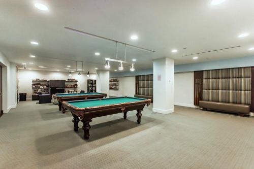 Beautiful Lake View Modern Suite - Toronto, ON M5J 2Y2