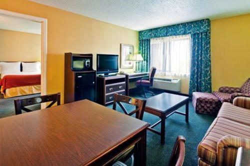 Holiday Inn Express Fort Campbell-oak Grove - Oak Grove, KY 42262