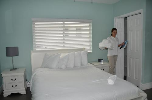 Hollywood Beachside Boutique Suites - Hollywood, FL 33019
