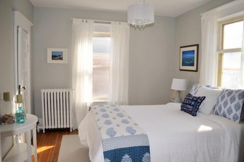 Magnolia House Bed & Breakfast - Stratford, ON N5A 6K8