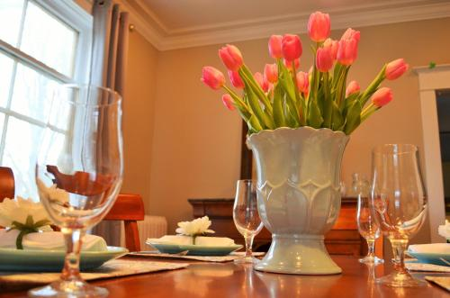 Magnolia House Bed & Breakfast - Stratford, ON N5A 6K8