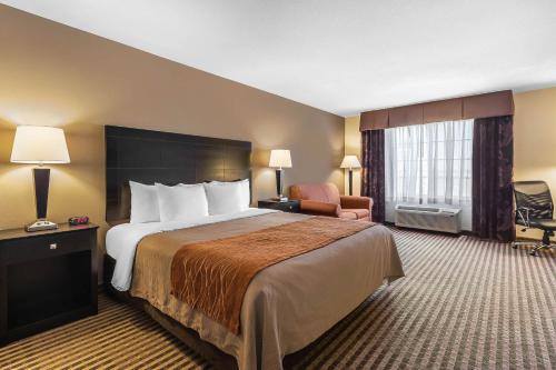 Comfort Inn & Suites Newton - Newton, KS 67114