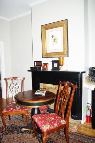 Twin Oaks Inn - Natchez, MS 39120