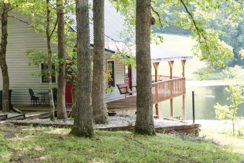 The Lakehouse/cabin - Columbia, KY 42728