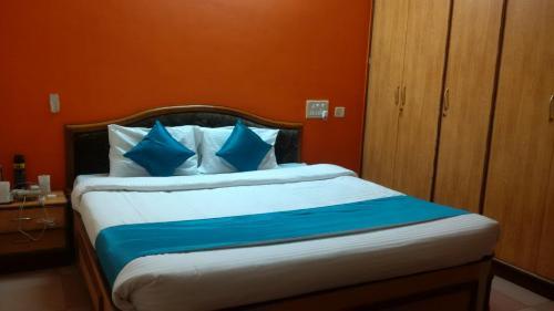 HotelOmkar Rooms