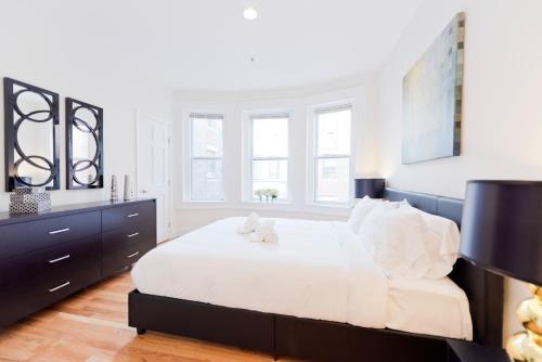 Three-Bedroom on Brainerd Road Apt 34 Photo