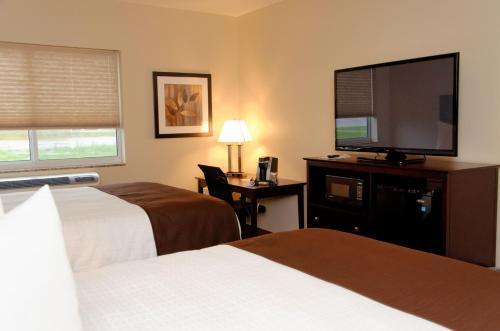Boulders Inn & Suites - Fort Madison - Fort Madison, IA 52627