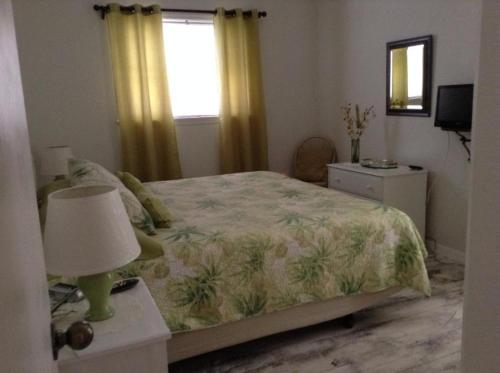 Two Bedroom Paradise Cove Unit 10 - Englewood, FL 34223