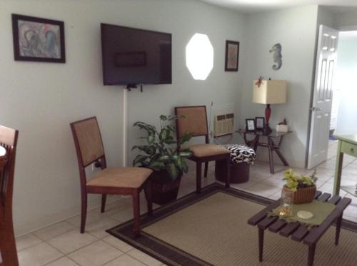 One Bedroom Paradise Cove Unit 2