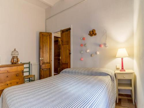 Triple Room (2 Adults + 1 Child) Hotel la Plaça Madremanya 9