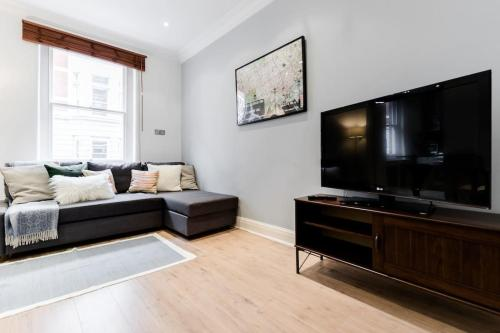 Cosy Cute 2 Bed Oxford Street Flat