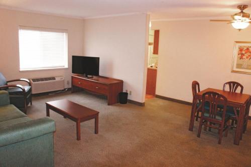 La Quinta Inn & Suites St. Louis Hazelwood – Airport North Photo
