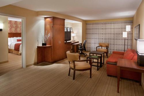 Courtyard by Marriott Calgary Airport Photo