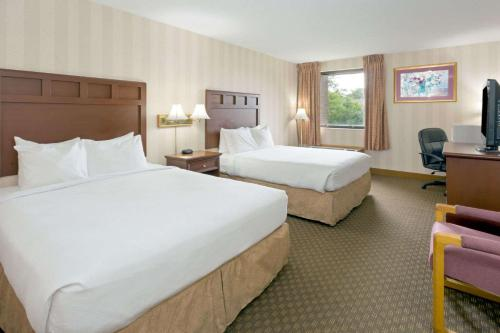 Days Inn & Suites By Wyndham Northwest Indianapolis - Indianapolis, IN 46268