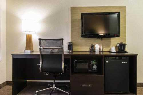 MainStay Suites Pittsburgh Airport Photo