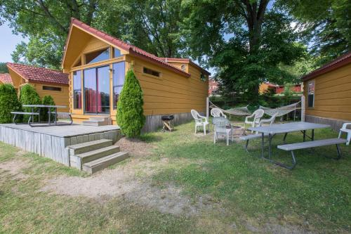 Edinboro Lake Resort Cabins - Edinboro, PA 16412