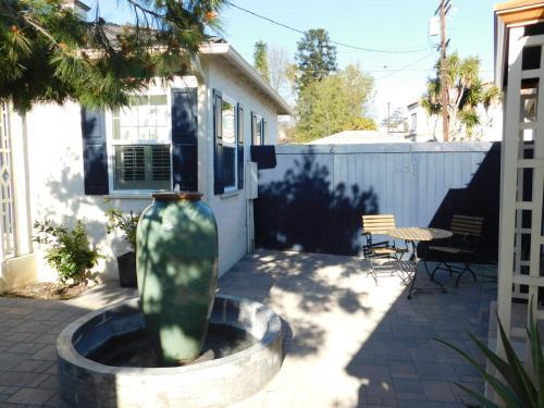 12200 West Sunset Boulevard, Los Angeles 90049.