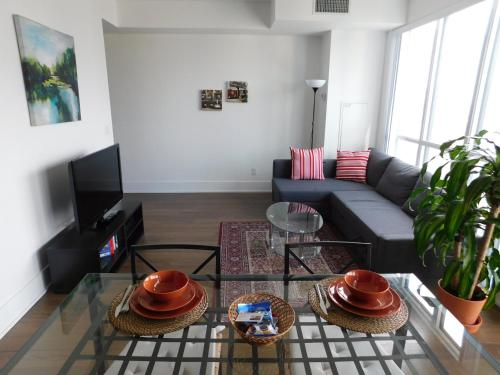Coral - 1-bedroom Apartment - Toronto, ON M5V 0E9