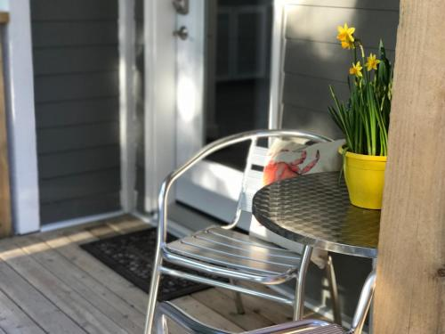 The Francis Boutique Inn - Ucluelet, BC V0R 3A0