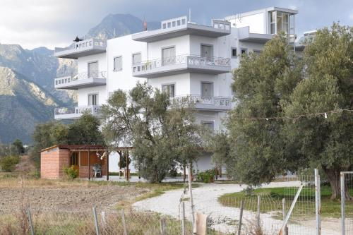 Vila Hadhri Borsh