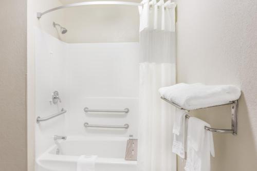 Days Inn & Suites - Morganton Photo