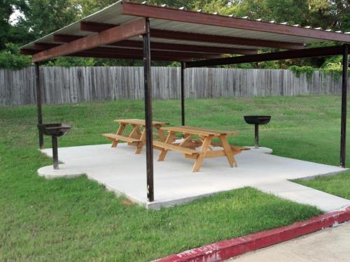 Majestic Inn - Longview, TX 75601
