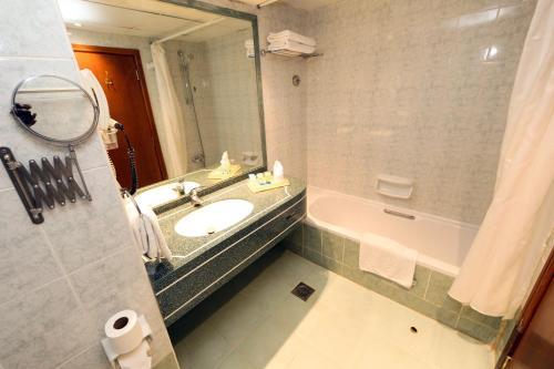 Delmon Hotel photo 17