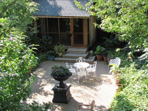 Blairpen House Country Inn - Niagara On The Lake, ON L0S 1J0